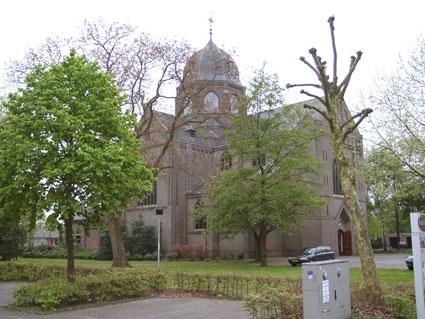 Hoogeloon-kerk01