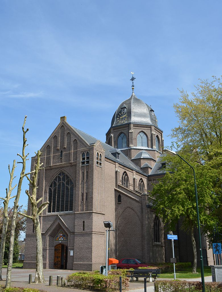 Hoogeloon-kerk03