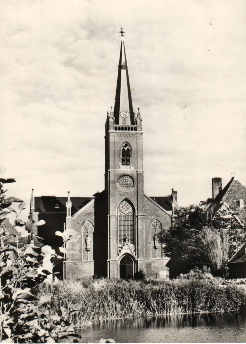 Roelofarendsveen-kerk03